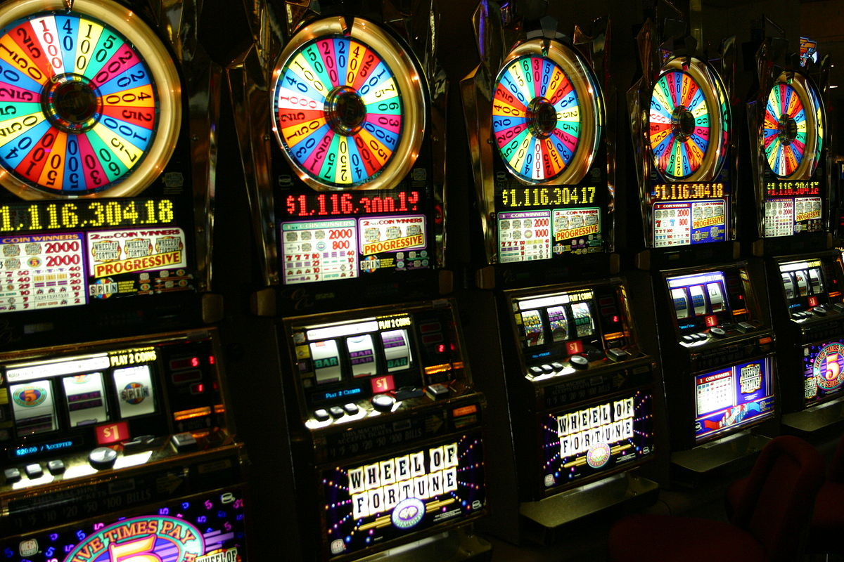 Online slots bring the excitement of these glittering machines into your home ... photo by CC user Pcb21 on wikipedia.org