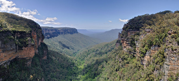 800px-Jamison_Valley,_Blue_Mountains,_Australia_-_Nov_2008