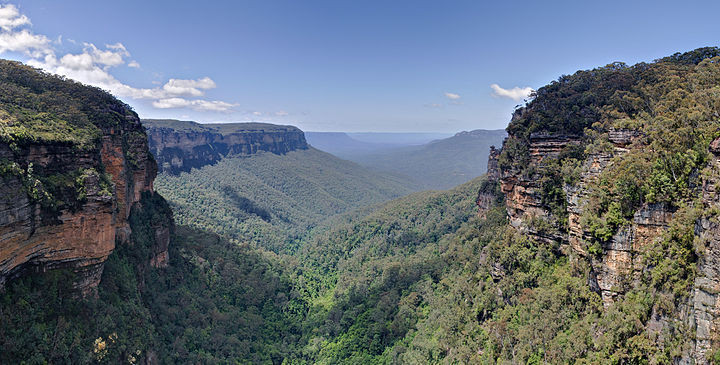800px-Jamison_Valley,_Blue_Mountains,_Australia_-_Nov_2008